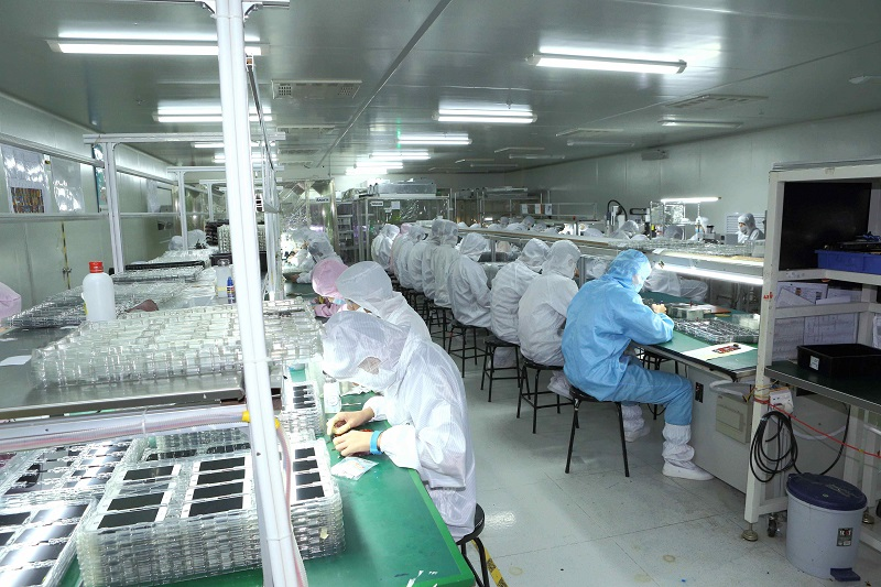 iPhone LCD Screen Production.jpg